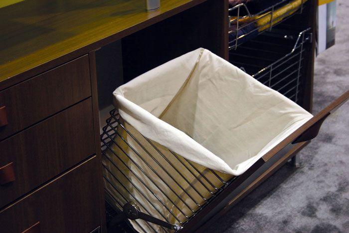Как правило, корпус откидной встраиваемой корзины изготавливается из металла, а она сама – из прочного тканевого материала