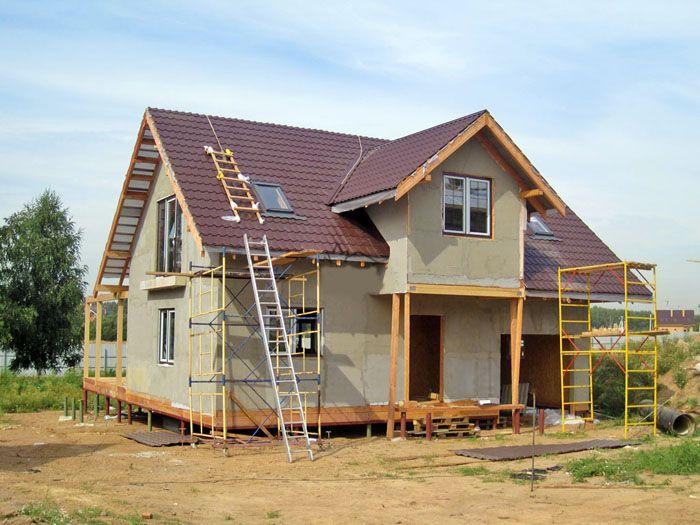 Благодаря малому весу, дома из СИП-панелей можно размещать на фундаменте, изготовленном на винтовых сваях