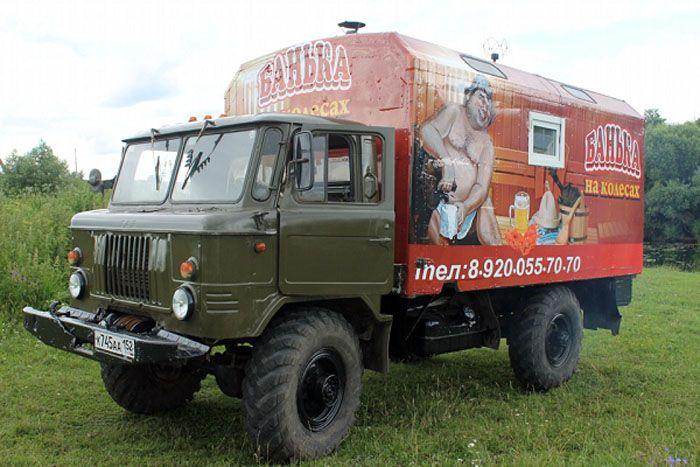 ГАЗ-66 или «шишига» − это тоже отличный внедорожник, который может быть с успехом переоборудован в баню на колёсах