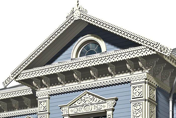 Деревянная резьба всегда была элементом оформления фасада дома из дерева