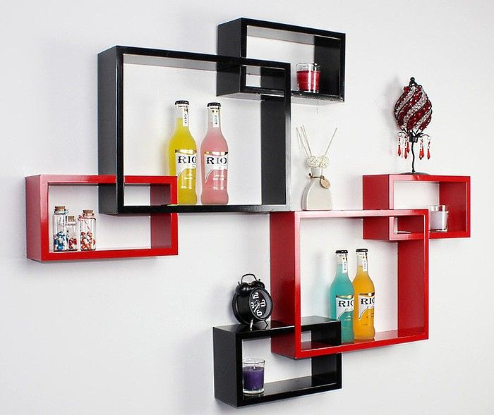 При помощи декоративных полок можно оформит кухонное пространство в любом стиле