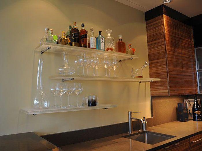 Для изготовления стеклянных полок используется стекло толщиной не менее 6 мм