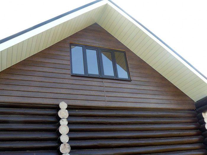 Использование сайдинга разного цвета и формы позволяет декорировать этот элемент конструкции здания