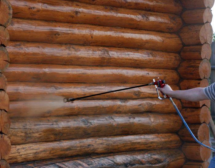 Обработка антисептиком защитит деревянные конструкции от гниения