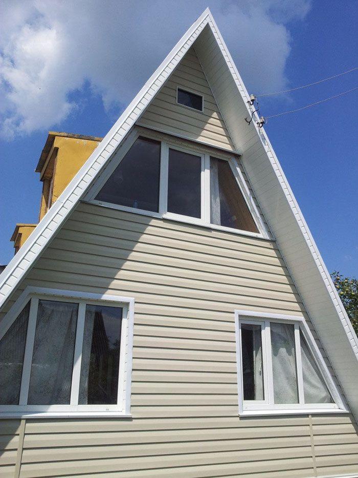 Однотипным типом сайдинга и в одном уровне может быть защита наружная стена и фронтон дома