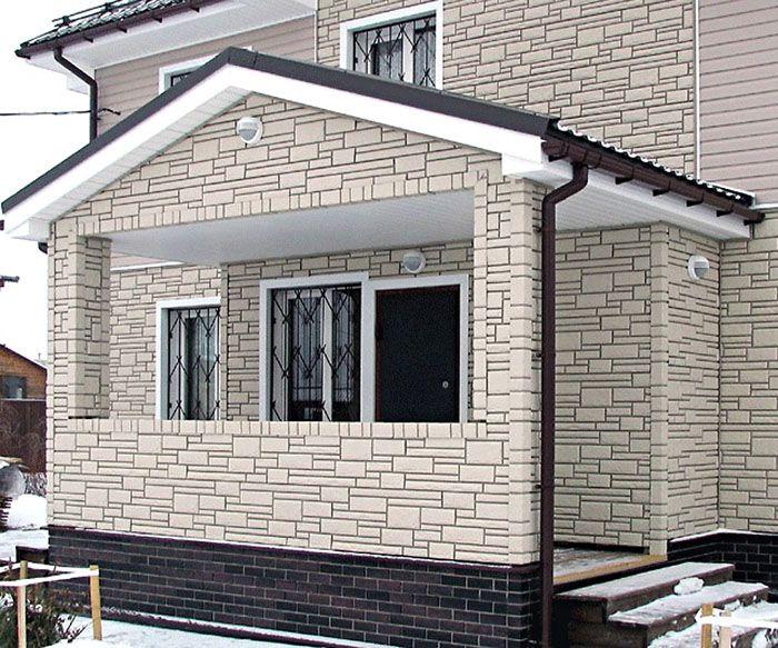 Зашивка фронтона фасадными панелями под камень