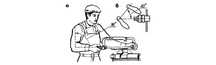Схема правильного расположения работника во время работы ручной ножовкой по металлу