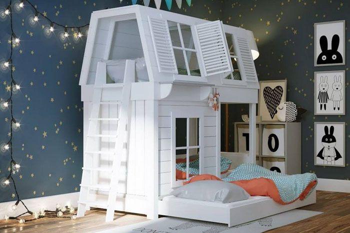 Двухъярусная кровать-домик с приставной лестницей с торца конструкции