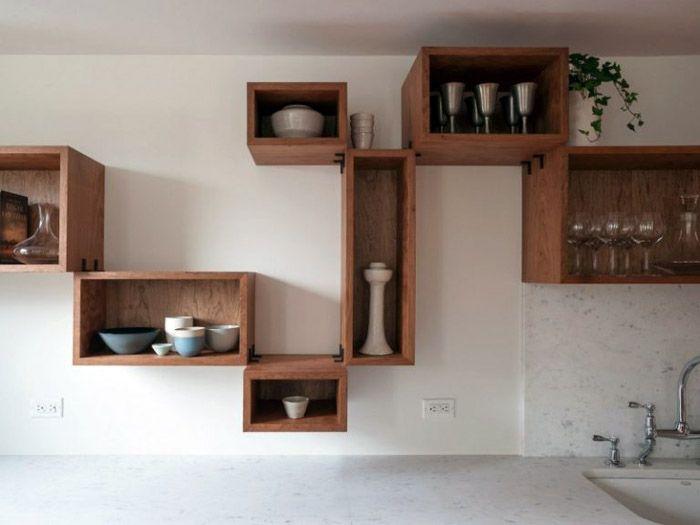 Закрытые полки могут быть элементами декора кухонного пространства и местом размещения кухонной утвари