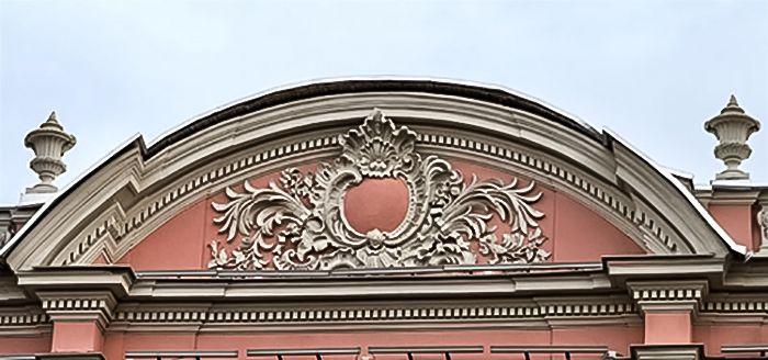 Лучковидные формы распространены в архитектуре прежних лет