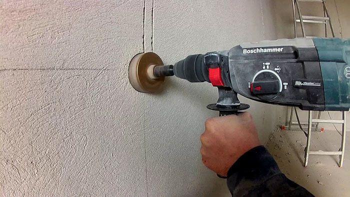 Сверление отверстий для установки распределительных коробок и установочных изделий является важной операцией при монтаже скрытой электрической проводки