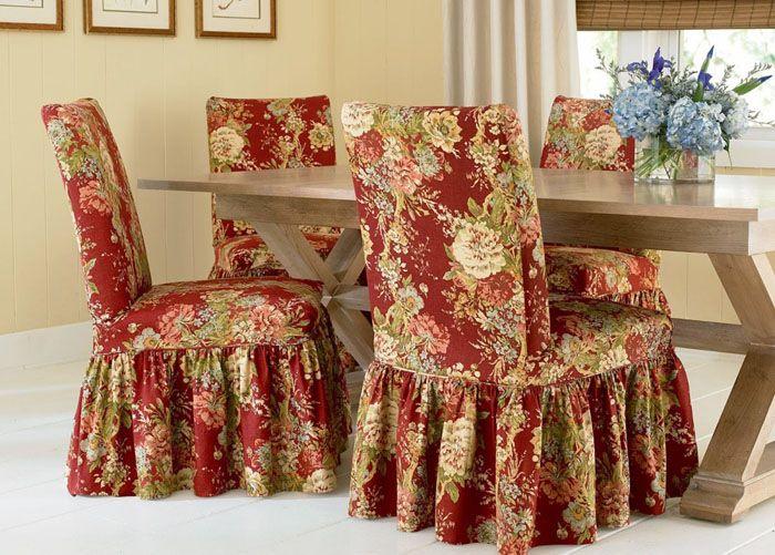 В случае со стульями накидка в первую очередь решает эстетическую проблему: в считанные минуты помещение легко преобразить