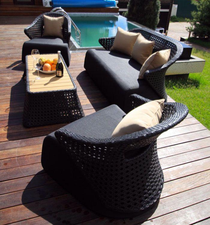 Подушки и сидения тоже синтетические и пропитаны водоотталкивающим составом