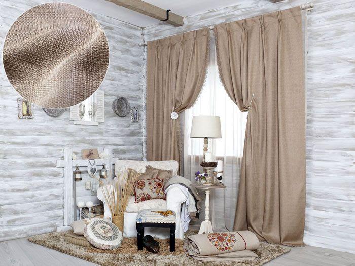 Бежево-коричневые шторы из мешковины подходят в интерьер сразу нескольких стилей