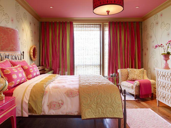 Экстравагантный розовый цвет в текстиле немного скрадывает беж, однако, многим такое сочетание по душе