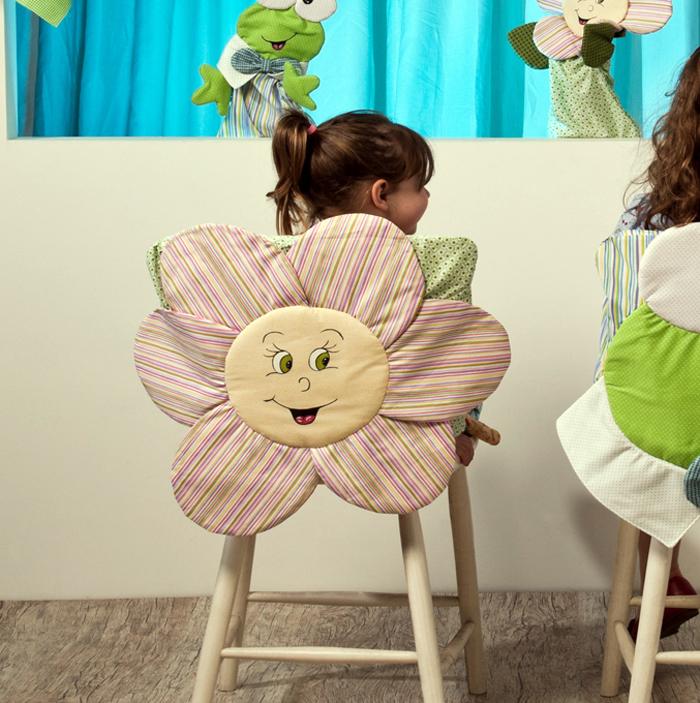 Любые яркие цвета только лишь поднимут настроение, а оригинальный дизайн сделает стульчик самым любимым предметом в доме
