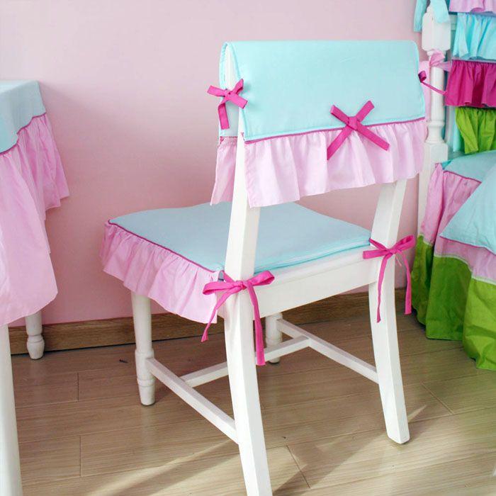 Маркие ткани лучше убрать для других комнат. Всё должно просто петь о детстве и радовать малыша