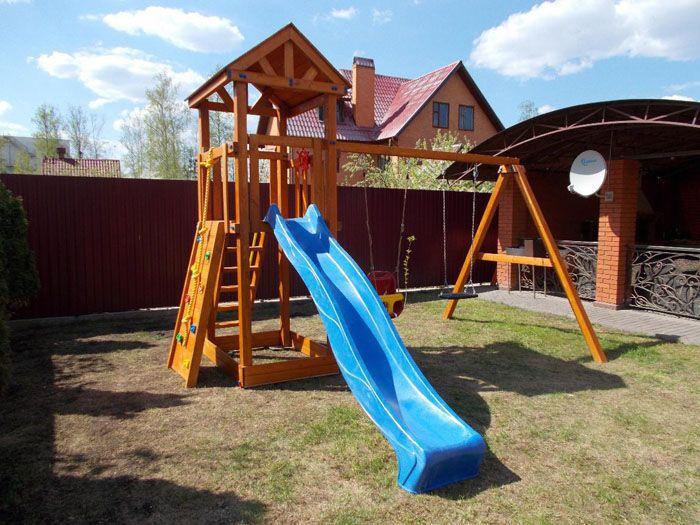 Детские комплексы состоят из горки, скалодрома, домика, лесенок, канатов. Такие конструкции можно сделать своими руками