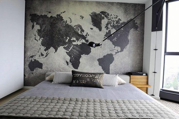 Карта мира на стене может быть стилизована под дизайн помещения