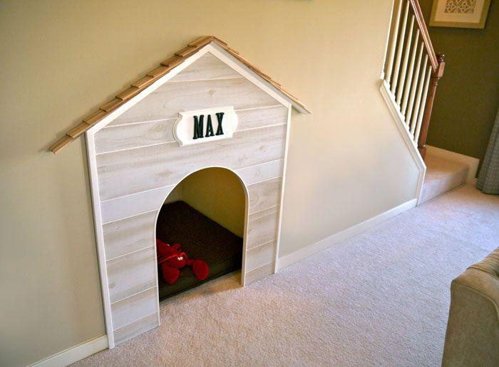 В зависимости от комплекции собачки в качестве жилья может использоваться и ниша под лестницей, и любой укромный уголок