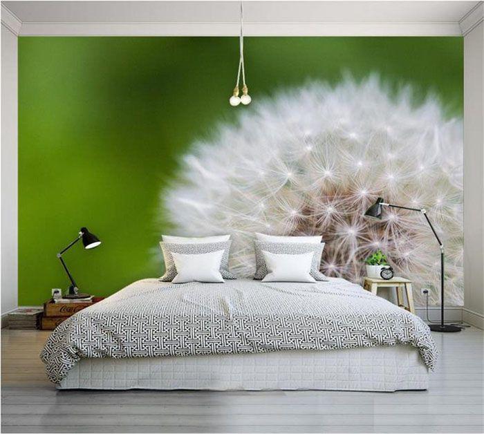 Входя в спальню, ощущаешь себя маленьким мотыльком в огромном мире
