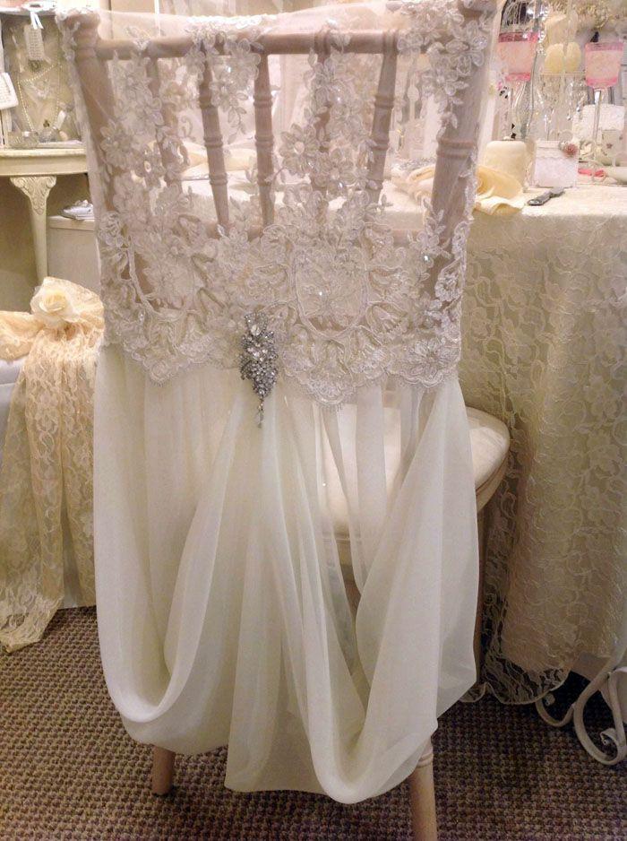А это словно сама невеста: такие чехлы подойдут для сказочных свадеб юных влюблённых