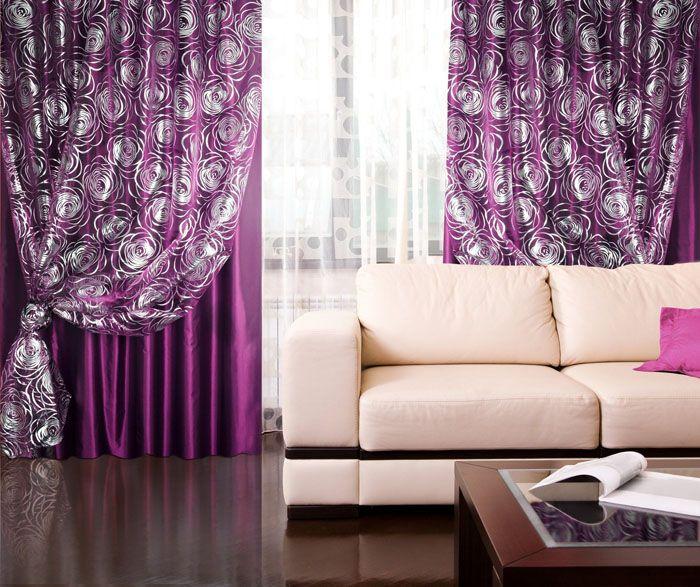 Насыщенный фиолетовый текстиль противопоставлен нежному оттенку беж. Нравится такое сочетание или нет, это дело вкуса
