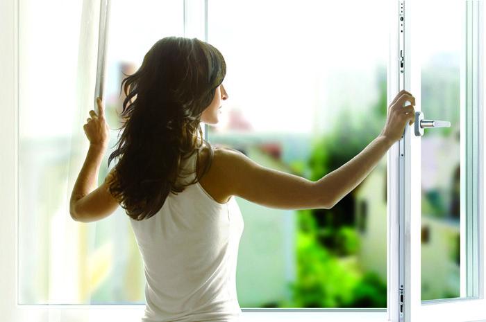 После обработки поверхности спиртом не стоит забывать открывать окна для проветривания