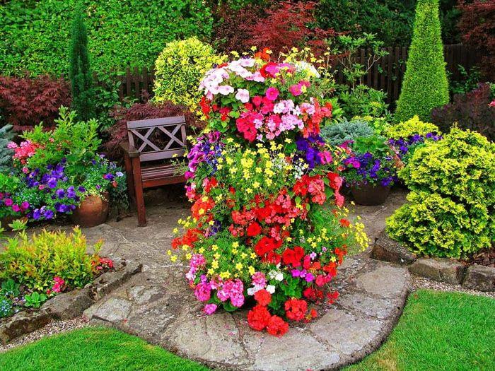 Вертикальный цветник создают из ампельных растений