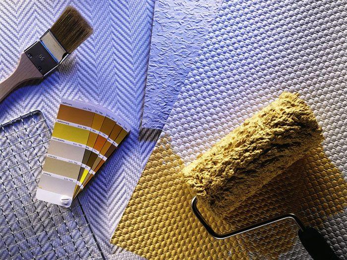 Стеклообои – изделия под покраску, поэтому покупают их всегда белого цвета