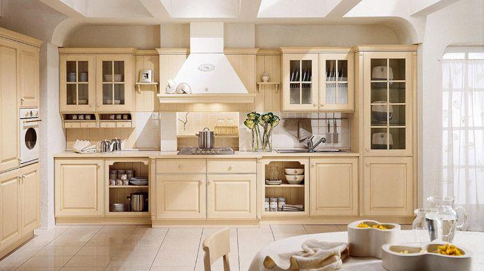 Нежная бело-бежевая кухня: мебель беж и белая отделка создают ненавязчивое и приятное впечатление