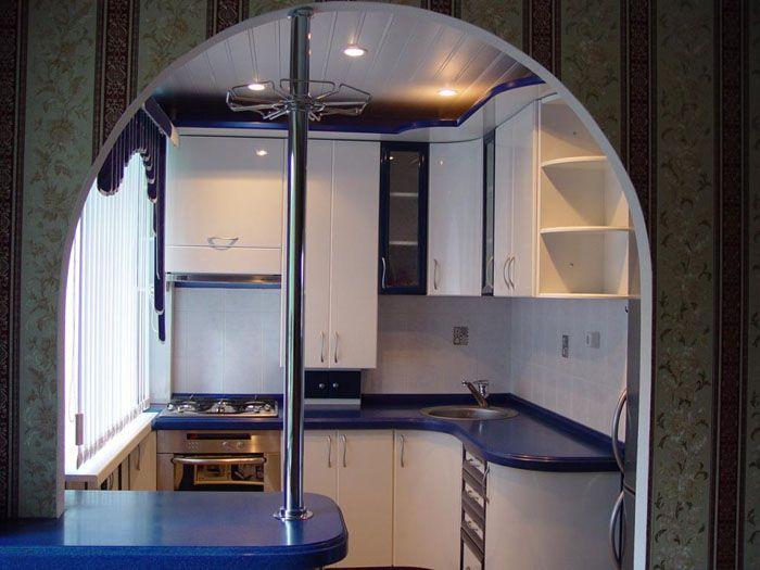 Кухонные арки являются и декором, и важной частью перепланировки, делающей пространство свободнее