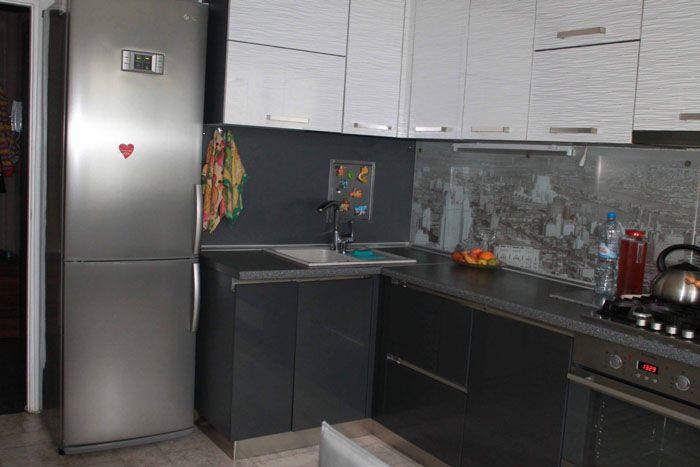 Подходящий по цвету холодильник не смотрится лишним элементом