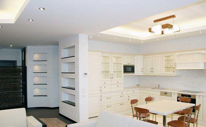 При желании, можно разделить зоны стеклянными перегородками, но и без преград в такой квартирке царит уют