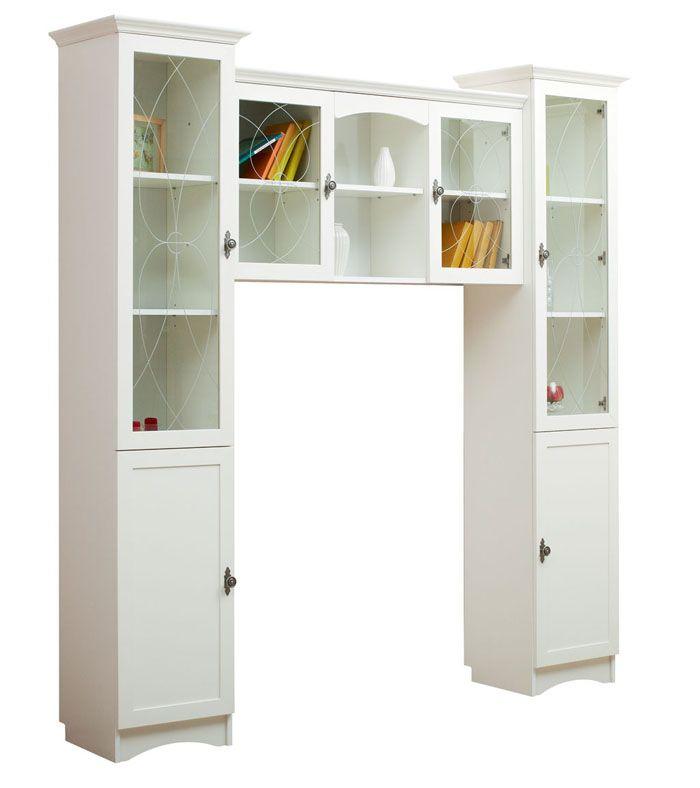 Кухонные навесные шкафчики-полочки весьма удобны для мелких вещей и посуды