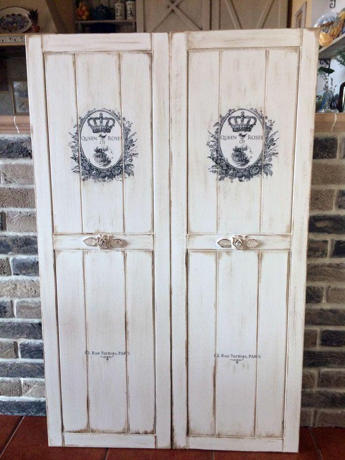 Двустворчатые шкафы являются классическим вариантом. Внешний декор здесь играет ведущую роль