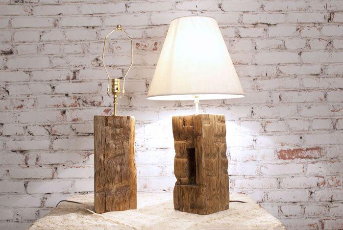 Для освещения спальни допускается декор с включением текстильного абажура неярких тонов