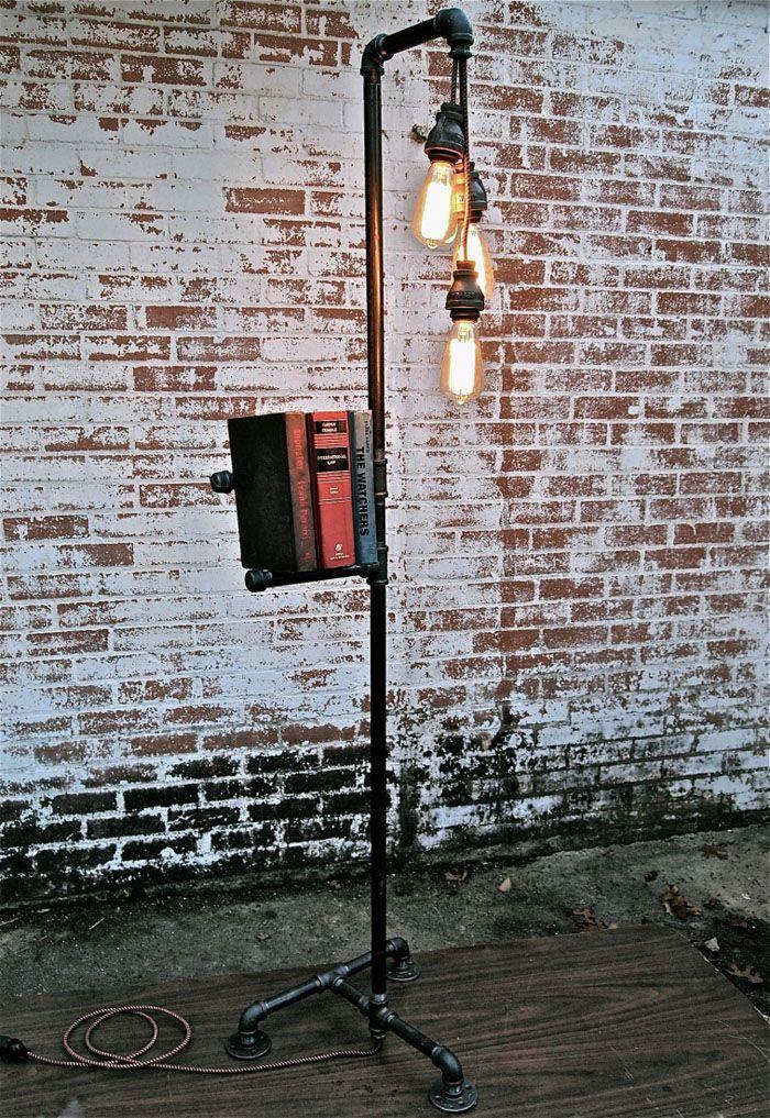 Даже обыкновенная труба выглядит иначе, если на неё гроздью висят лампочки
