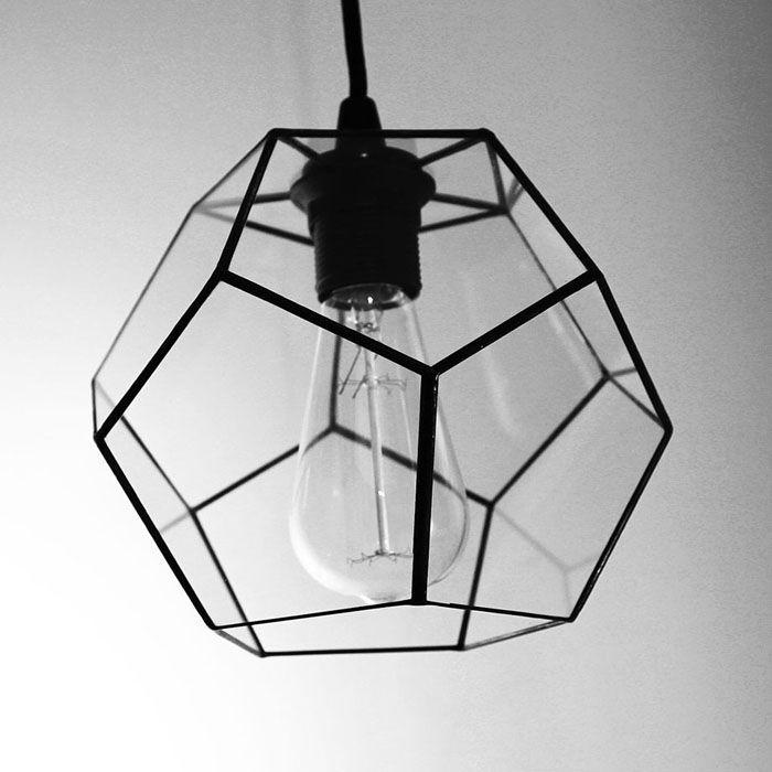 Потолочные подвесные светильники в стиле лофтне выглядят яркими, скорее элегантно простыми