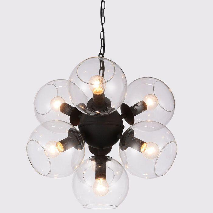 Стеклянные абажуры напоминают мыльные пузыри и дают много света
