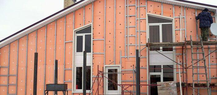 Вне зависимости от материала стен и типа утеплителя, при использовании сайдинга всегда предполагается устройство каркаса, по которому выполняется его монтаж