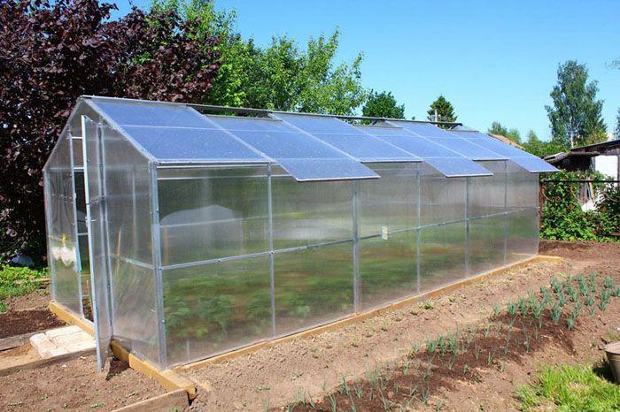 Модель со сдвижной крышей позволяет оптимизировать создание микроклимата во внутреннем пространстве теплицы