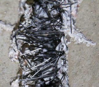 Наличие фибры в составе бетонной смеси увеличивает прочностные характеристики бетона
