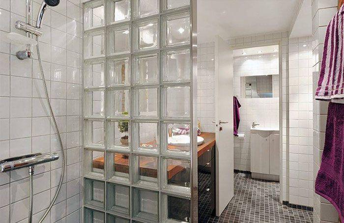 Использование стеклянных блоков для обустройства ванной комнаты