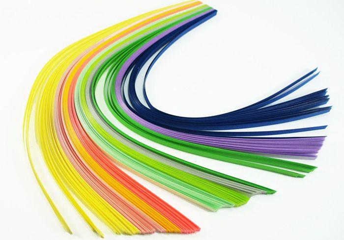 Полоски можно приобрести в магазинах для Handmade или нарезать самим из двусторонней достаточно плотной цветной бумаги