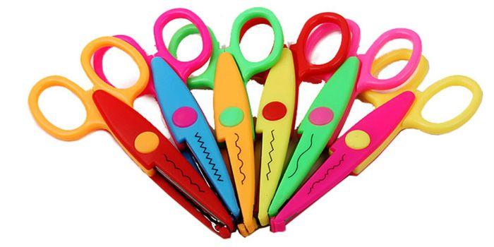 Фигурные ножницы разного типа помогают сделать края бумаги рельефными