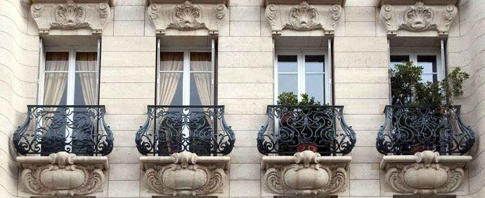 Французский вариант: прогуляться негде, а красотами любоваться можно, стоя на узком основании