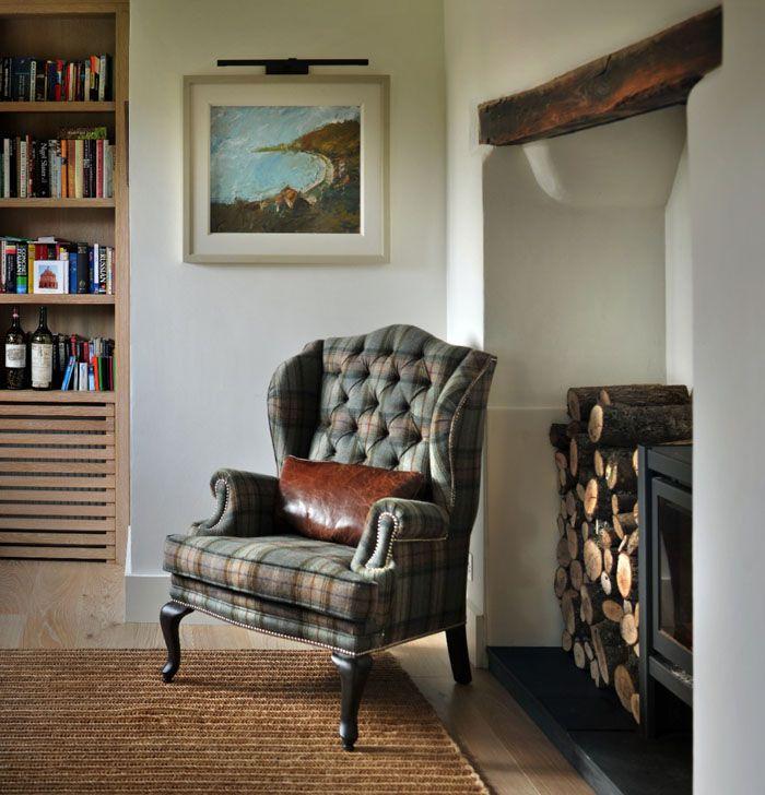 Изюминка кресла с «ушами» заключается в мягких подлокотниках-валиках