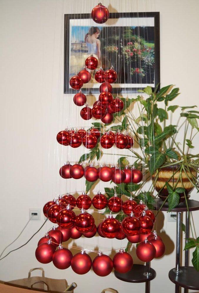 Красивая ёлка из новогодних шариков