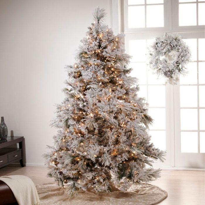 Если хочется больше светлых оттенков, можно остановить выбор на имитации снежного покрова в декоре